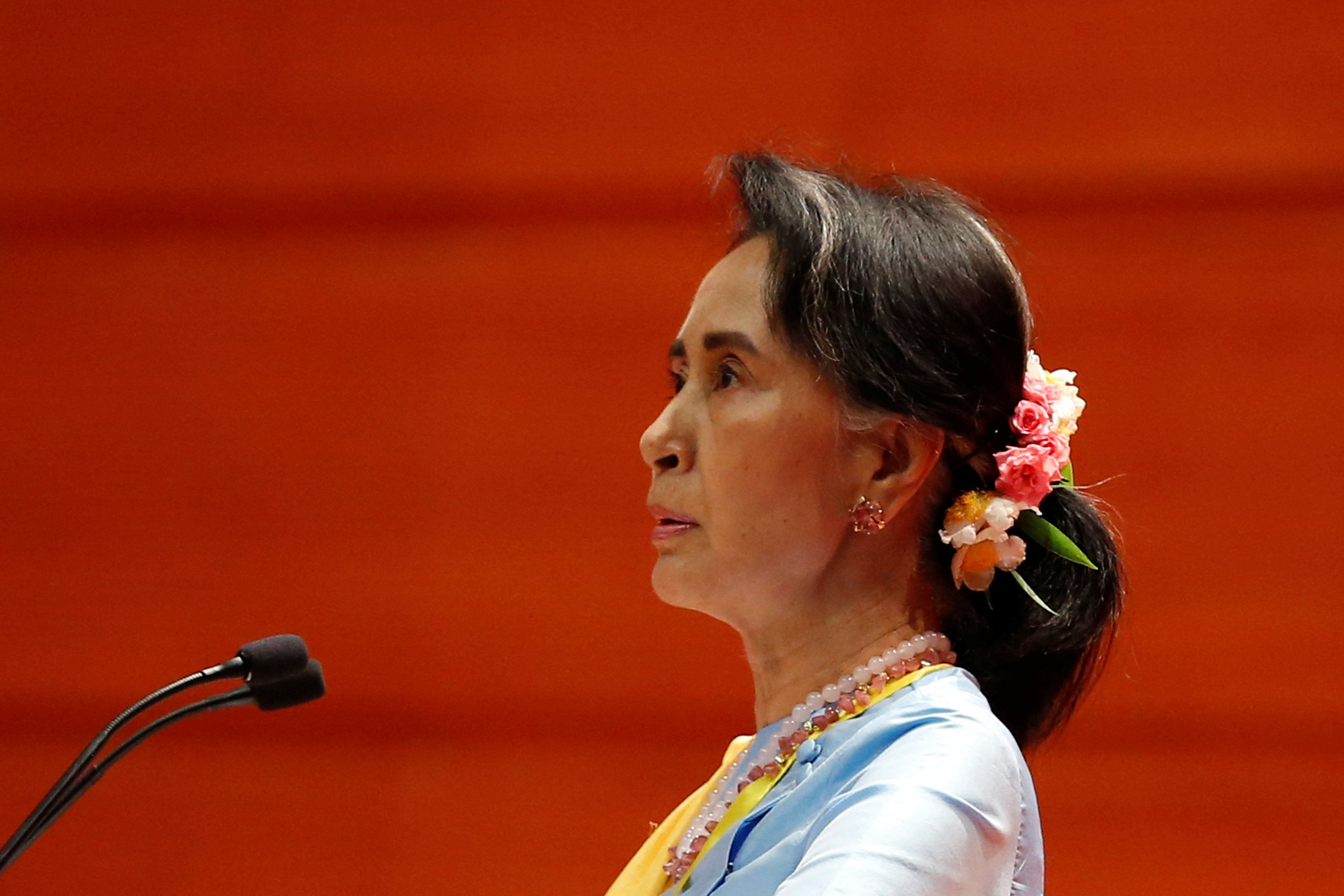 Myanmar State Counsellor Aung San Suu Kyi speaks at the opening ceremony of the 21st Century Panglong Conference in Naypyitaw, Myanmar May 24, 2017. REUTERS/Soe Zeya Tun