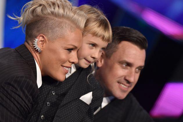 H Pink εξηγεί γιατί δεν αντιμετωπίζει τα παιδιά της ως άφυλα και πως ο Tarantino οδήγησε στο καλλιτεχνικό...