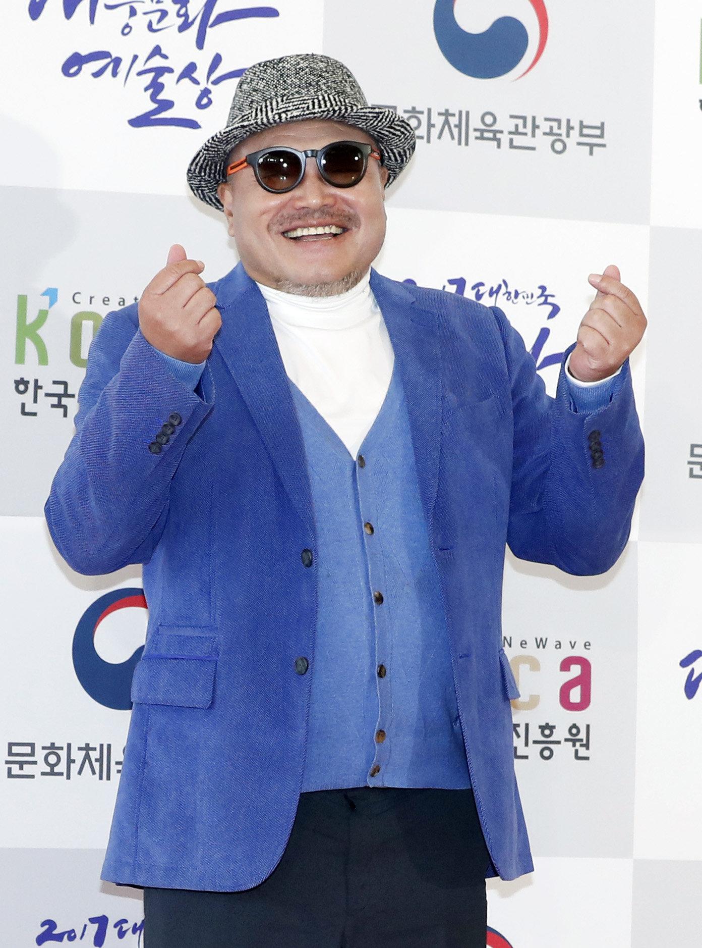 김흥국 측이 '아내 폭행' 보도에 입장을 밝혔다