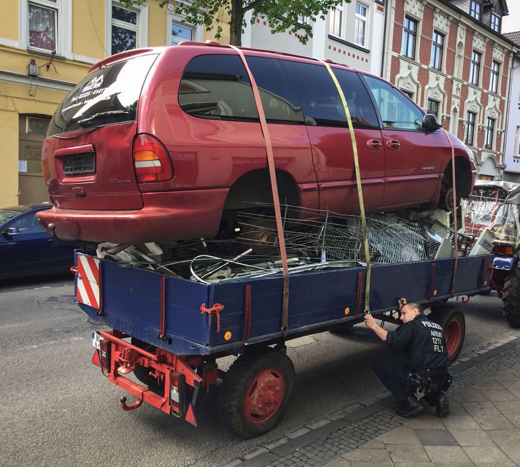 Bochum: Polizisten halten Traktor an –sie können nicht fassen, was sie