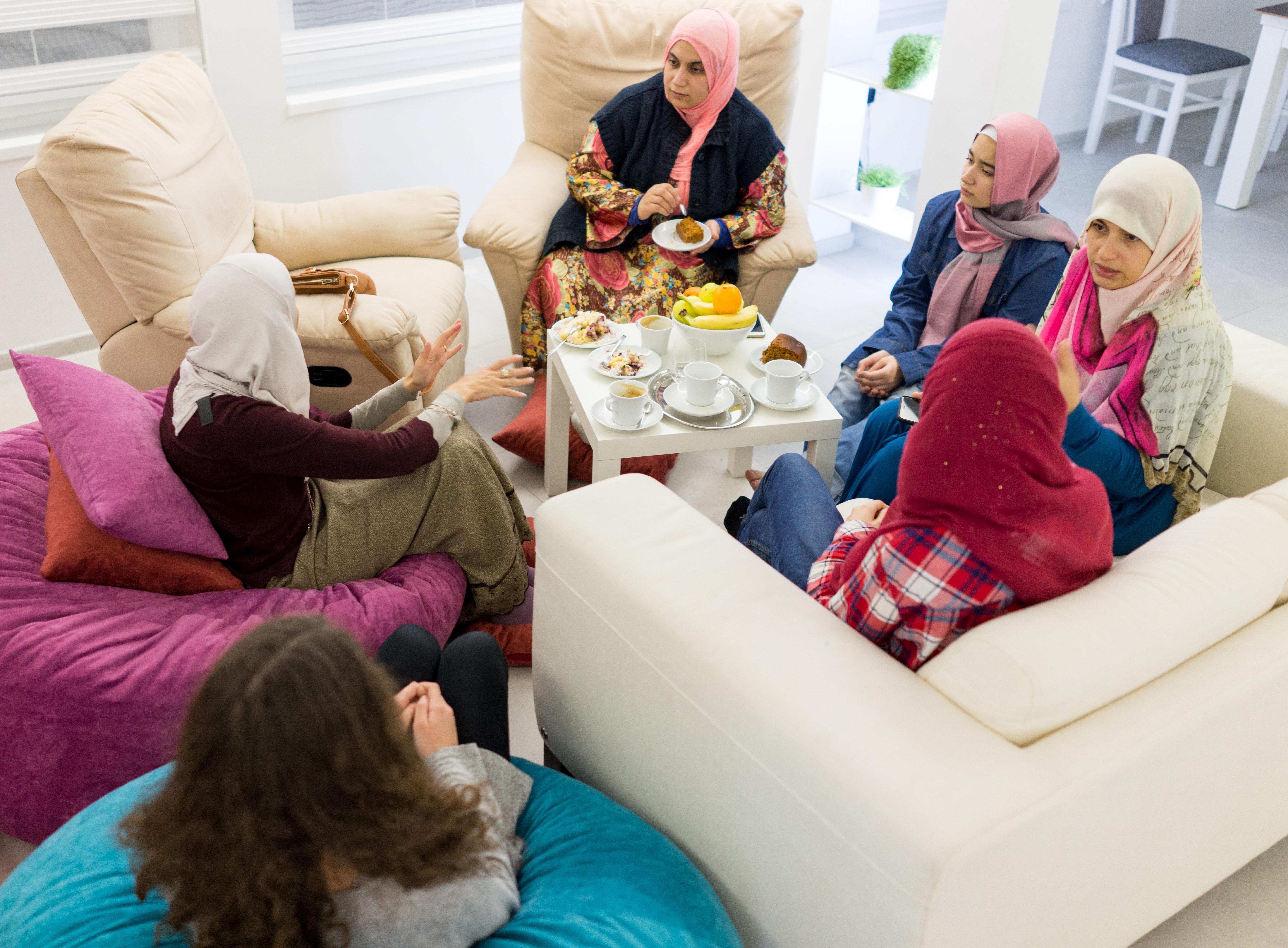 Eine Türkin hat für sechs Wochen ihre Familie in der Heimat besucht und klagt dagegen, dass...
