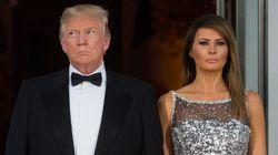 Η αμήχανη στιγμή του Trump που προσπαθεί να πιάσει το χέρι της Melania-και τελικά τα