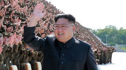 김정은이 북한 지도자로는 최초로 국군 의장대 사열을