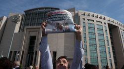 Ποινές φυλάκισης σε 15 δημοσιογράφους της τουρκικής Cumhuriyet για «τρομοκρατικές»