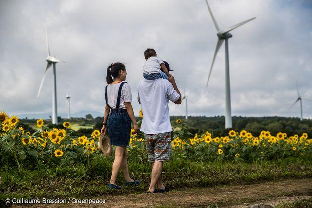 일본 후쿠시마현의 풍력발전 단지 : 33개의 풍력발전기가 연간 35000가정이 쓸 수 있는 양의 전력을 생산한다. 후쿠시마현은 2040년까지 100% 재생가능에너지를 사용한다는 목표를...