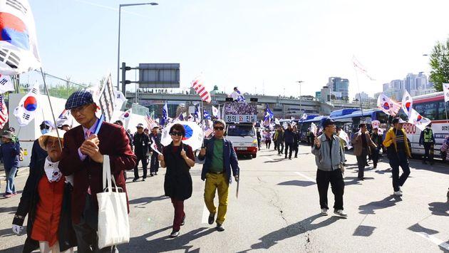 태극기집회에 나온 시민들에게 '통일'과 '정상회담'에 대해 물었다
