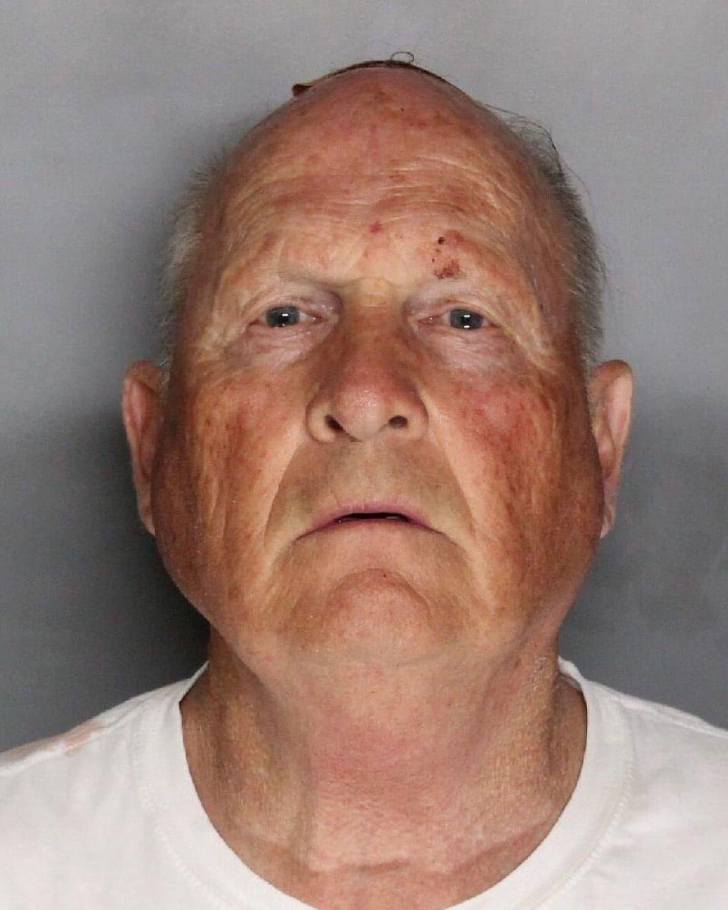 Πρώην αστυνομικός ο δολοφόνος του «Golden State» που τρομοκράτησε τις ΗΠΑ. Συνελήφθη μετά από 40 χρόνια, 50 βιασμούς και 12