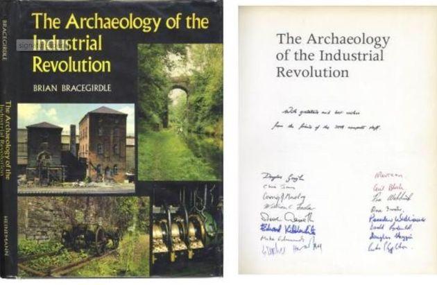 Σε δημοπρασία σπάνιο αντίτυπο βιβλίου με υπογραφή του Stephen