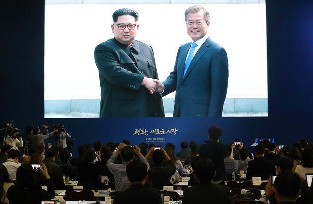 김정은 위원장이 평화의집 방명록을