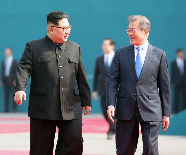 문재인 대통령과 김정은 위원장이 화기애애한 대화를 나눴다 (모두발언