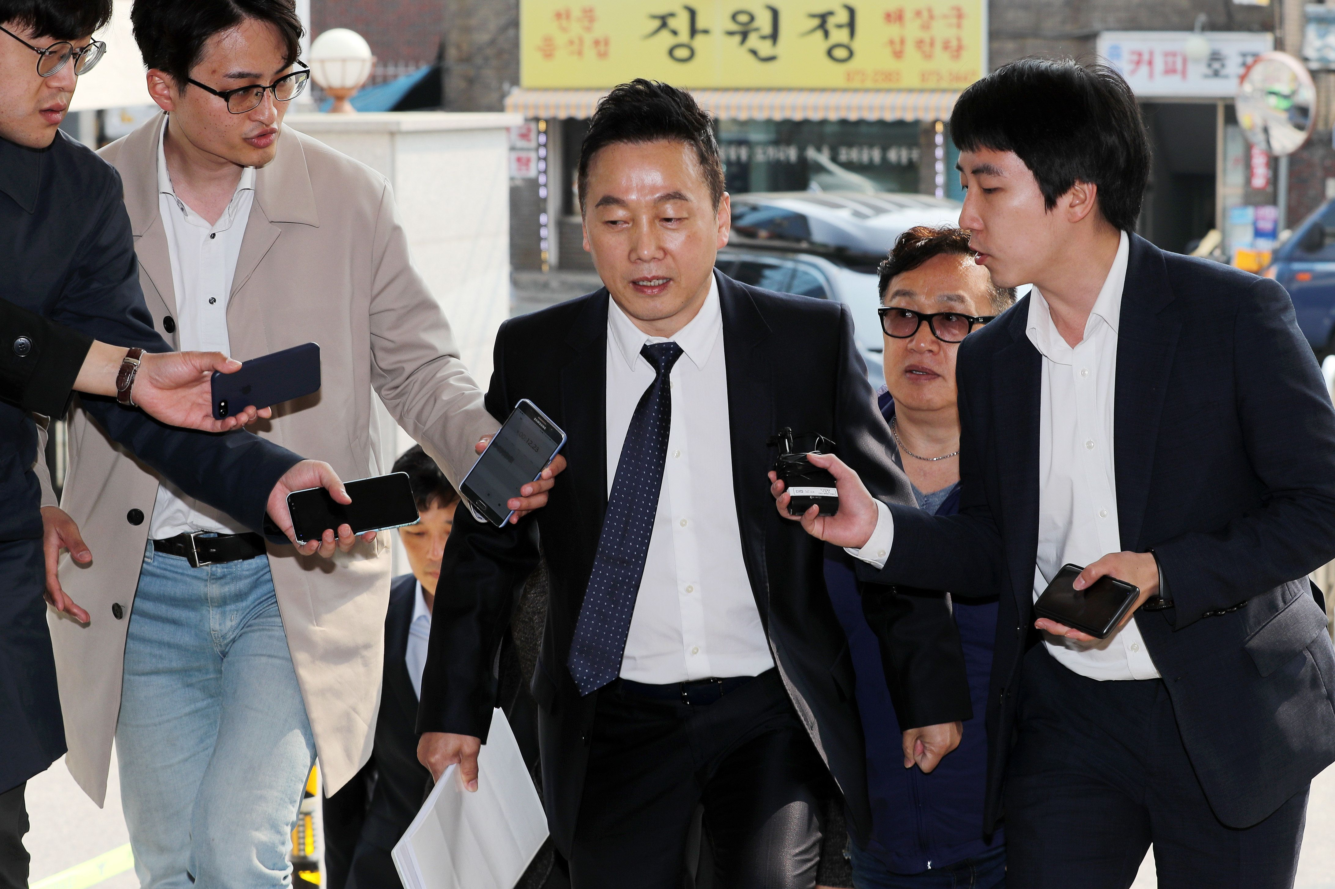 경찰 출석한 정봉주, 성추행 의혹 묻자 즉답