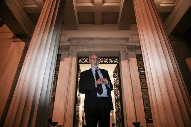 Ο αποχαιρετισμός των εργαζομένων του Μουσείου Μπενάκη στον Άγγελο