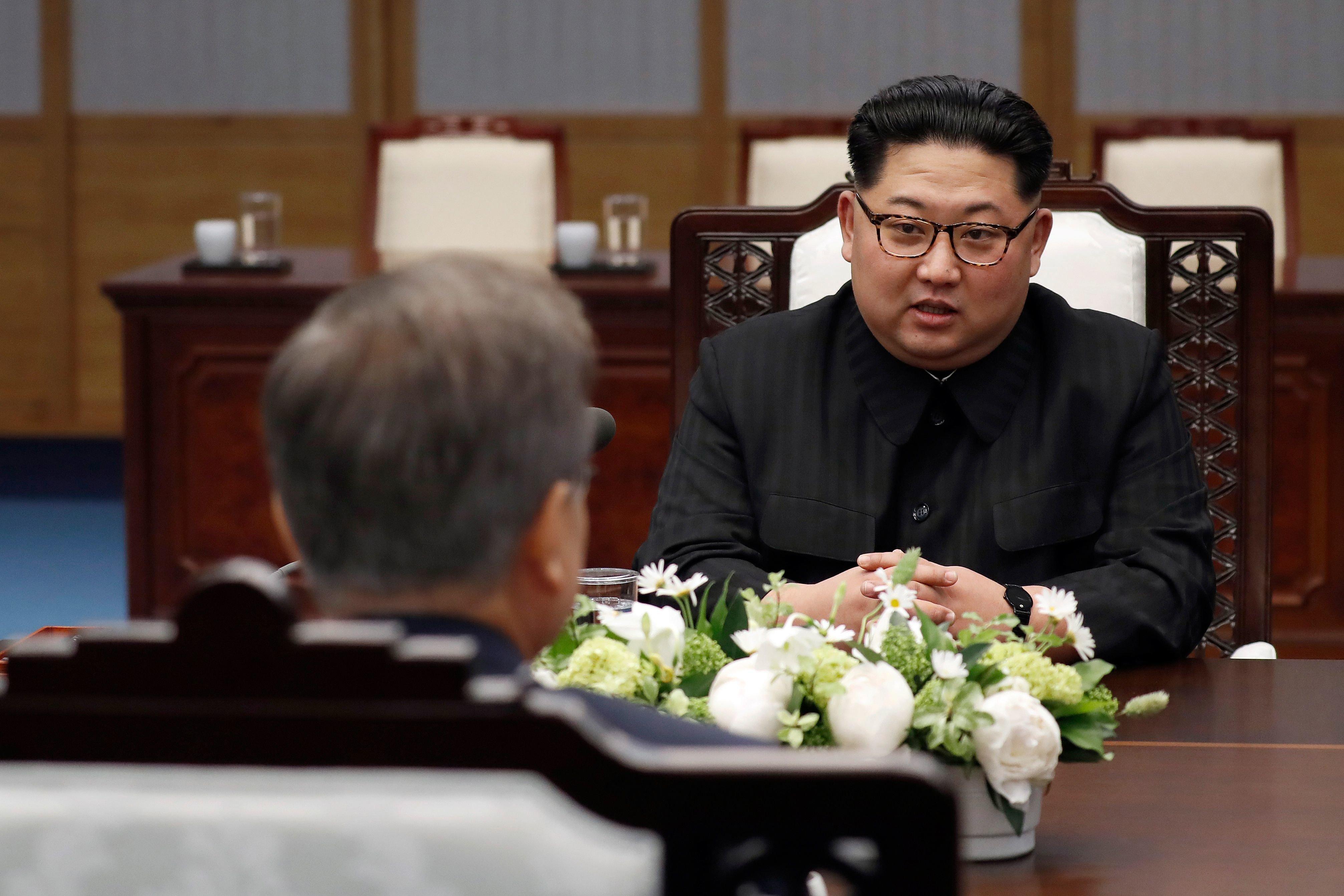 김정은이 회담 중 '탈북자'와 미사일에 대해 한 말