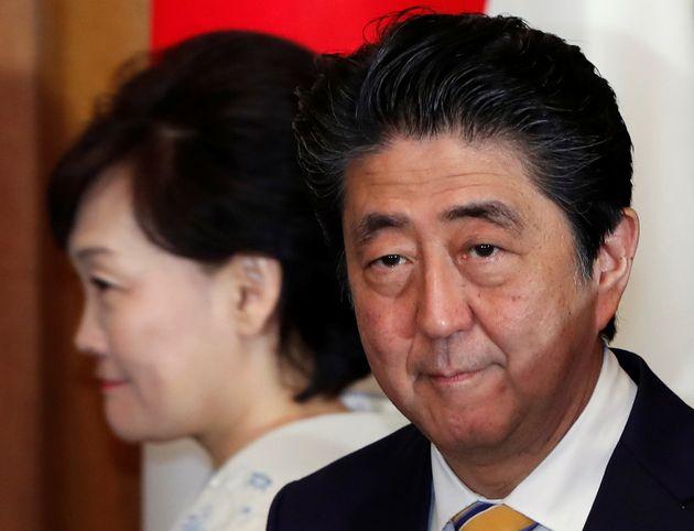아베 신조가 한국 국회의원의 독도 방문에 대해 '유감'을