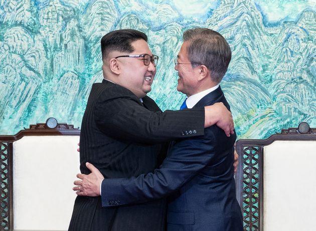 Ιστορική ημέρα: Αποπυρηνικοποίηση της κορεατικής χερσονήσου και ειρήνη συμφώνησαν Κιμ Γιονγκ- Ουν και...