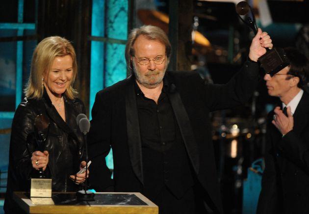 Anni-Frid Prinsessan Reusset Benny Andersson, membres d'ABBA, lors d'une cérémonie...