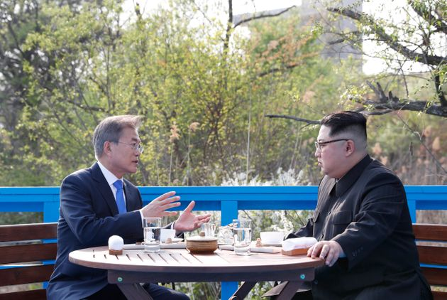 남북정상 45분간 친교대화…이례적 '공개