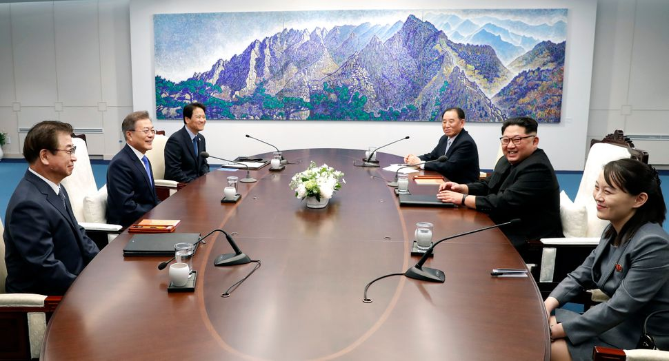 Delegations from both sides sit down for the inter-Korean Summit at the Peace House.