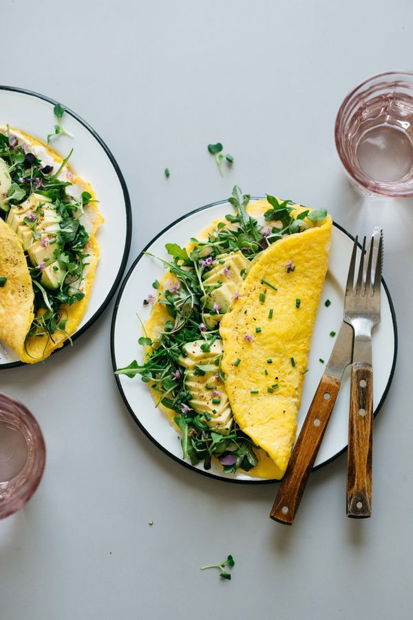 "<strong>Get the <a href=""http://www.dollyandoatmeal.com/blog/2018/3/22/breakfast-for-dinner-cream-cheese-omelettes-w-balsamic"
