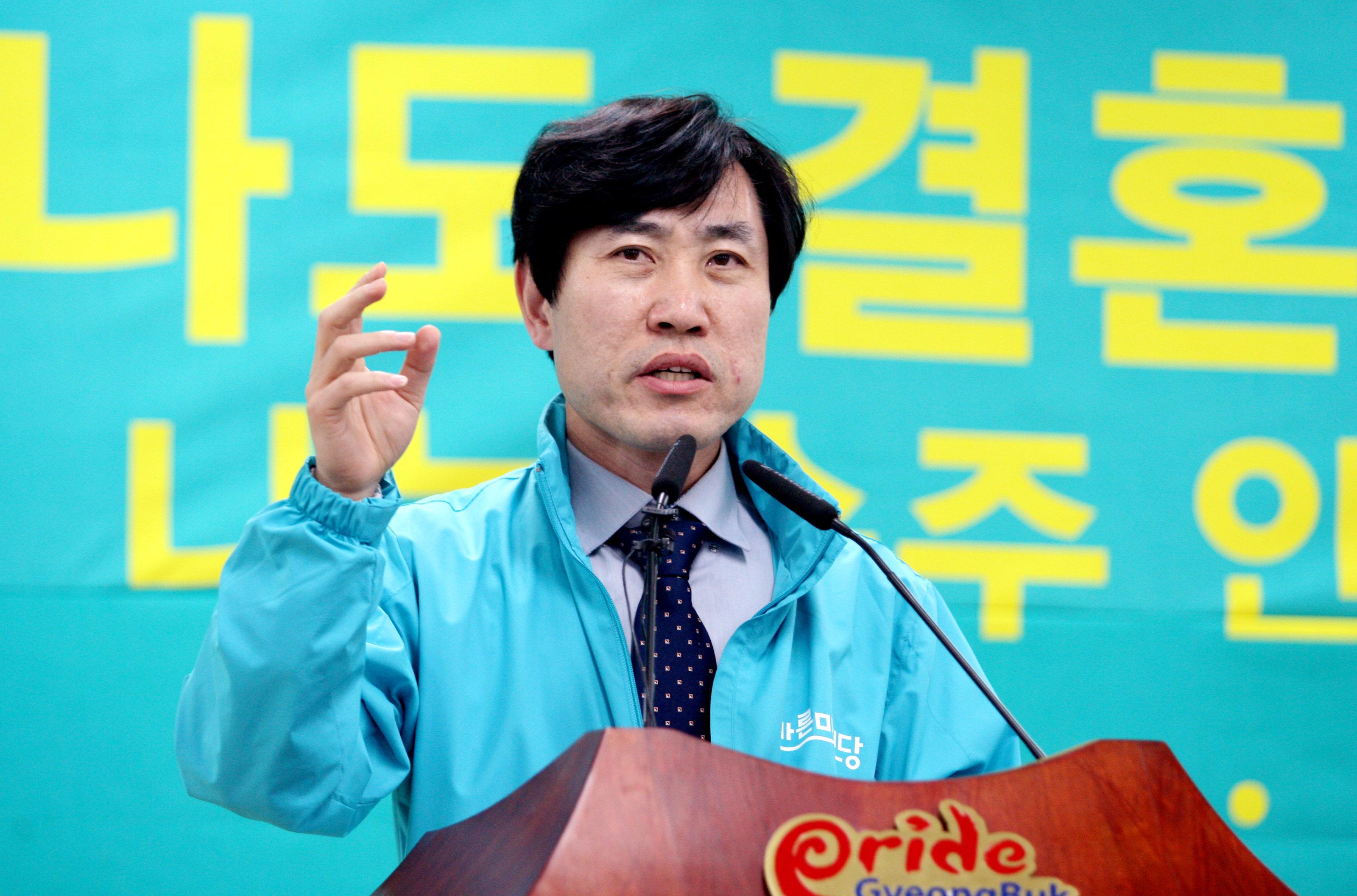 '위장평화쇼'라고 폄하한 홍준표에 대해 날선 비판이 나오고 있다