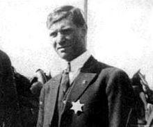 Αποκαλυπτήρια ανδριάντα για μεγάλο έλληνα συνδικαλιστή στις ΗΠΑ. Η ιστορία του Λούη Τίκα και η «σφαγή...