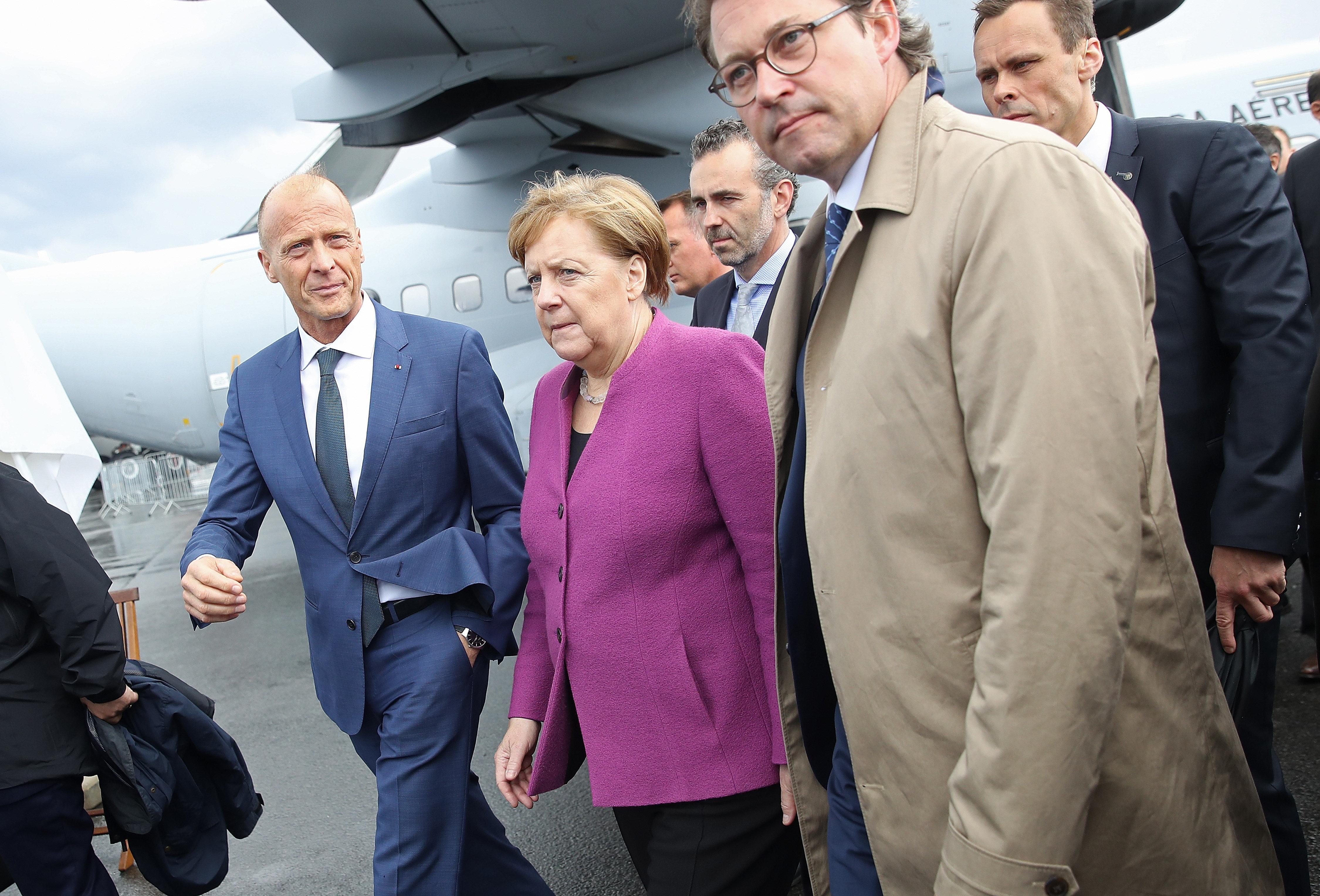 Wie Merkel und Scheuer im Diesel-Skandal vor der Industrie kuschen
