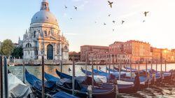 Μεταλλικές μπάρες για πεζούς στη Βενετία για να περιορίσουν τη διέλευση τουριστών σε κεντρικά