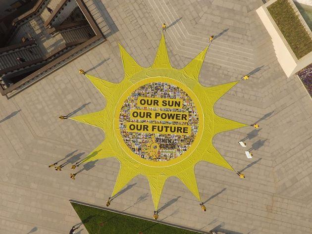 Greenpeace organise une fresque humaine géante à Casablanca pour promouvoir l'énergie