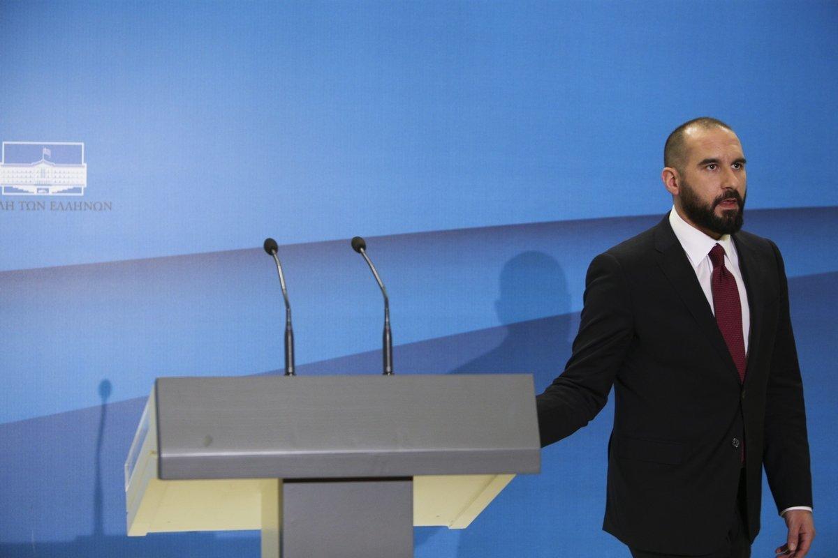 Ο Τζανακόπουλος καταγγέλλει πως δέχθηκε απειλητικό τηλεφώνημα και απαντά: «Αυτή η κυβέρνηση δεν συνομιλεί στο σκοτάδι. Ούτε