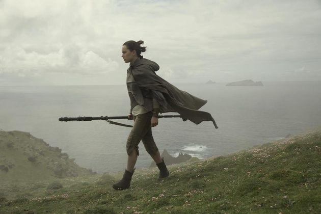 Rey schließt bei Luke Skywalker ihre Ausbildung ab, um mit Finn und Poe gegen die Erste Ordnung...
