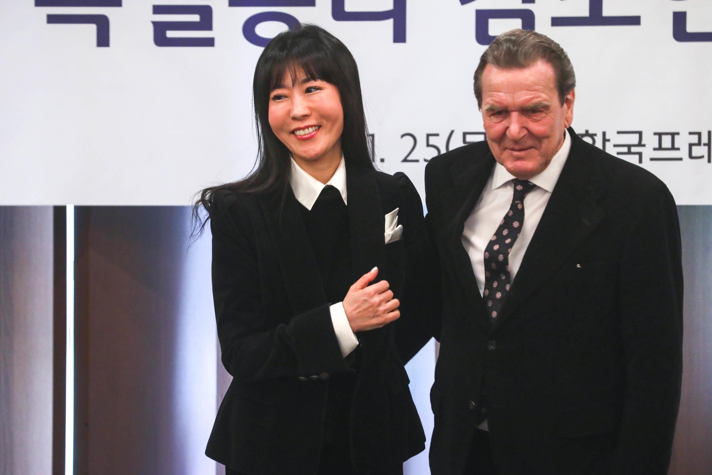 '슈뢰더 연인' 김소연씨 전 남편이 슈뢰더 상대로 1억 소송을