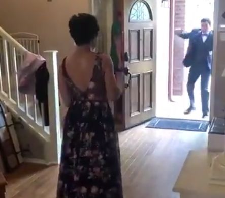 This Girl Surprised Her Prom Date By Walking For First Time In