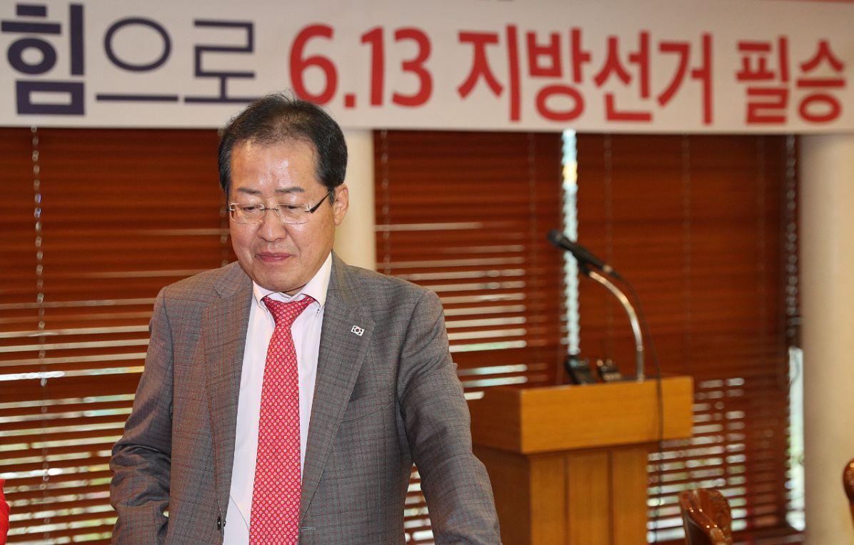자유한국당 일각에서 홍준표의 발언을 우려하고 있다