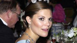 Σουηδία: Φωτογράφος στο επίκεντρο σκανδάλου σεξουαλικής κακοποίησης «θώπευσε» την πριγκίπισσα- διάδοχο του