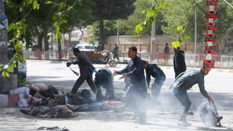 ATTENTION EDITORS - VISUAL COVERAGE OF SCENES OF INJURY OR DEATH Policemen help Afghan journalists, victims of a second blast, in Kabul, Afghanistan April 30, 2018.  REUTERS/Omar Sobhani   TEMPLATE OUT     TPX IMAGES OF THE DAY