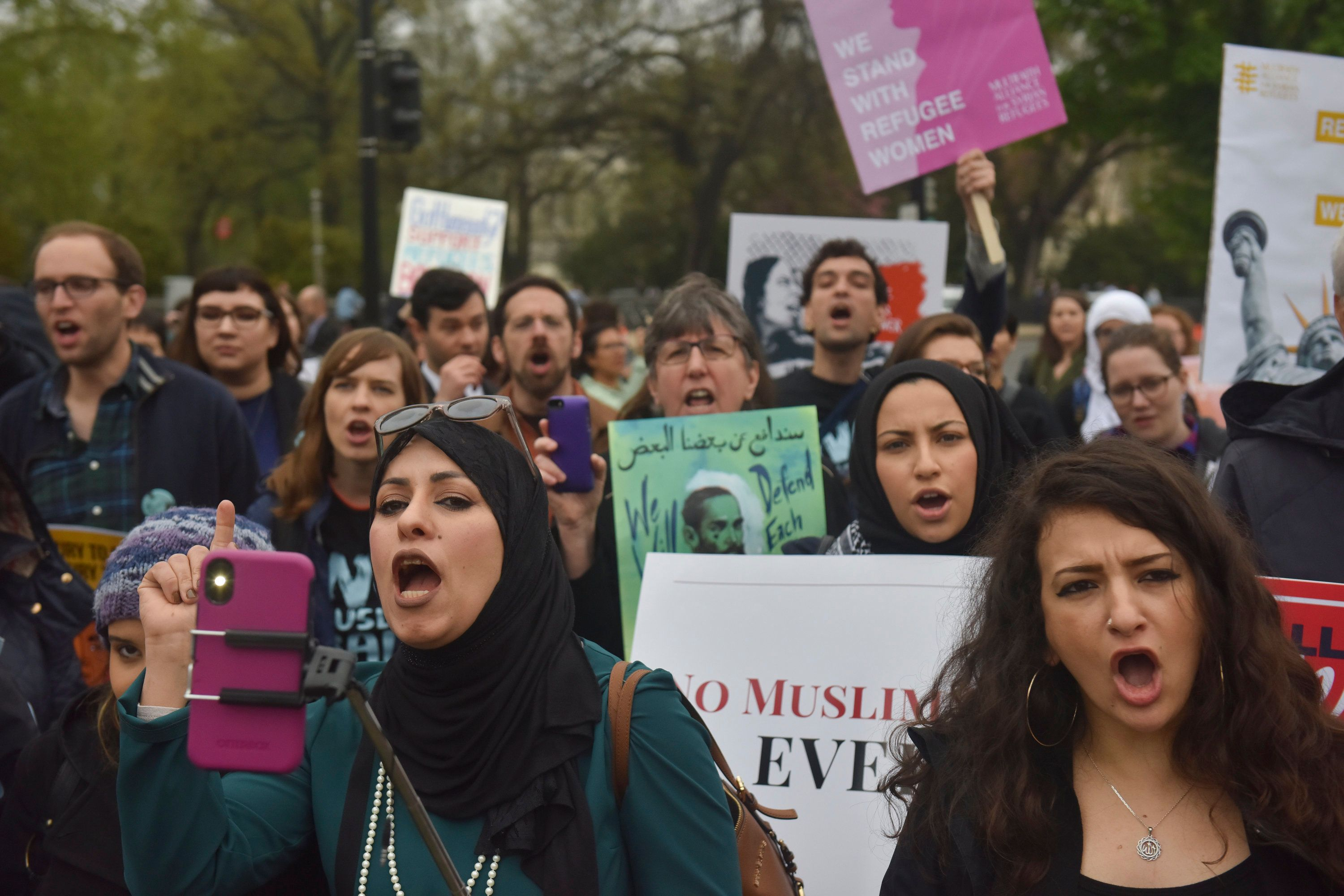 Trump won't apologize for harsh rhetoric aimed at Muslims