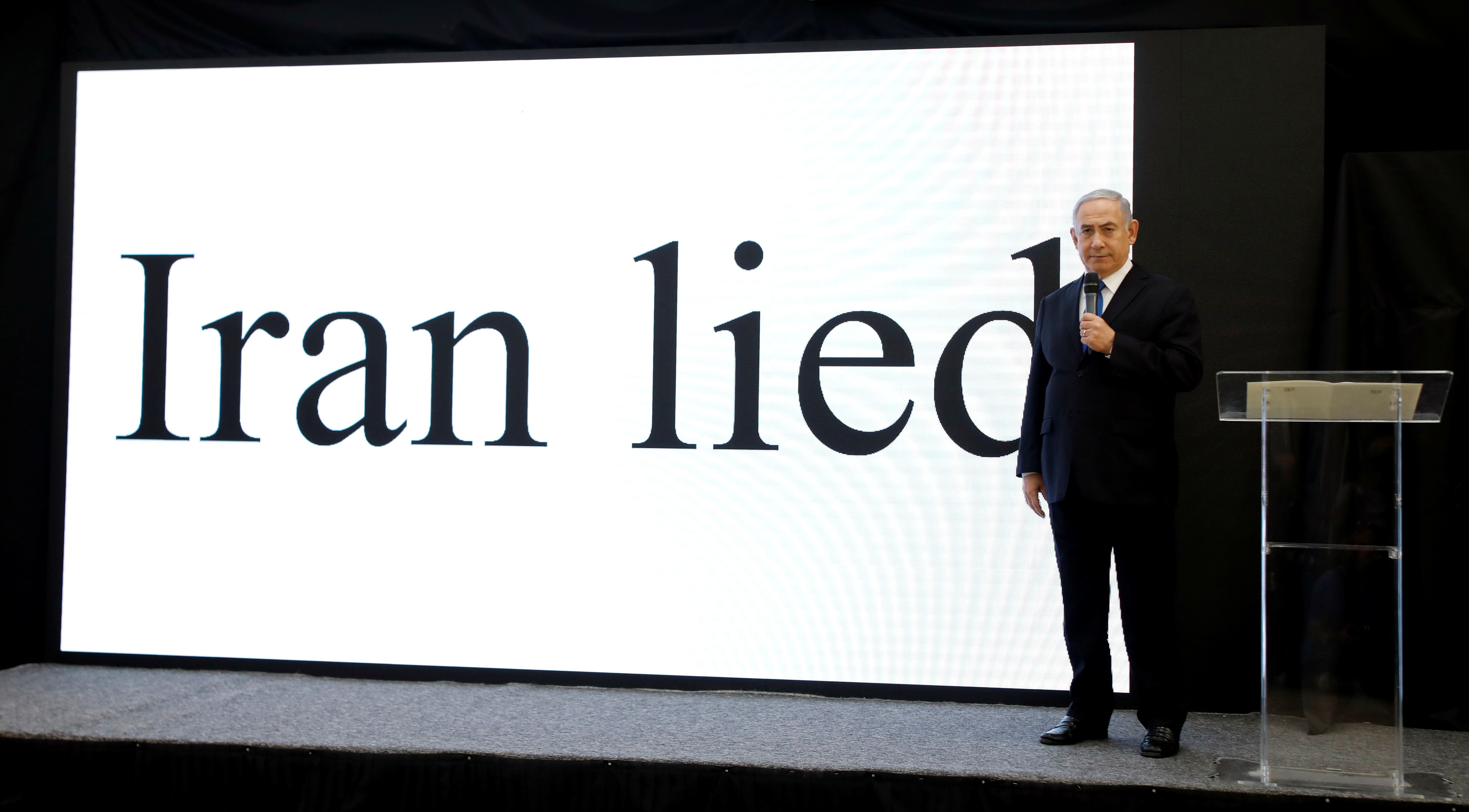 Netanyahu Accuses Iran With Ridiculously Basic Power Point