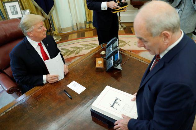'트럼프는 멍청이' 험담했다는 존 켈리 백악관 비서실장이 경질설에