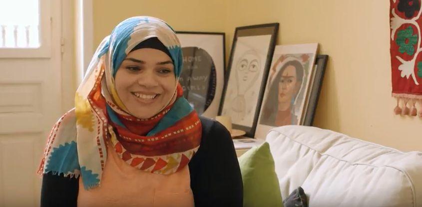 """Οι """"Άλλες"""" Γυναίκες: Μια γυναίκα πρόσφυγας, η Αζίζα Χαντιμπάν, αφηγείται την ιστορία"""