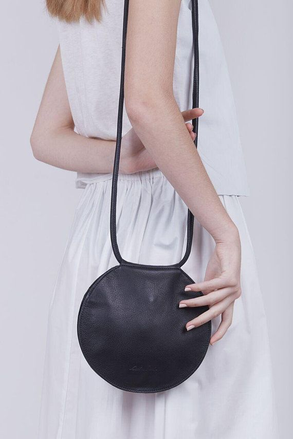 a7c34b548b 15 Darling Circle Bags To Complete Your Spring Wardrobe
