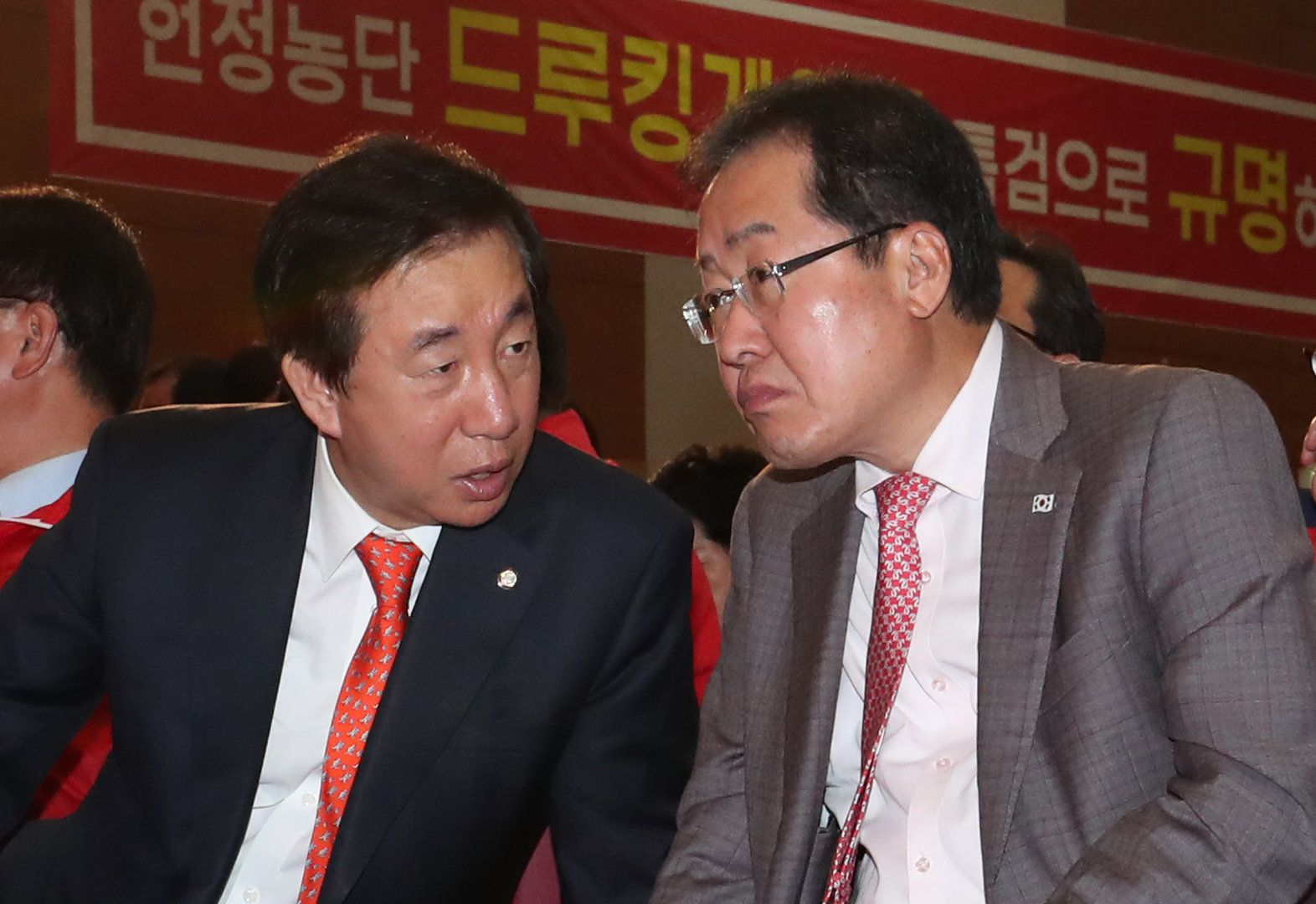 홍준표 자유한국당 대표가 정상회담 비판에서 한 발