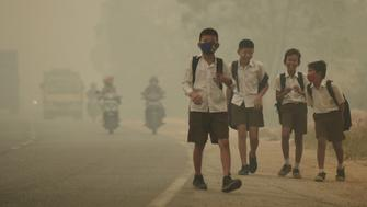Students walk along a street as they are released from school to return home earlier due to the haze in Jambi, Indonesia's Jambi province, September 29, 2015 in this file picture taken by Antara Foto. Antara Foto/Wahdi Setiawan/via REUTERS/File Photo ATTENTION EDITORS - THIS IMAGE WAS PROVIDED BY A THIRD PARTY. FOR EDITORIAL USE ONLY. MANDATORY CREDIT. INDONESIA OUT.