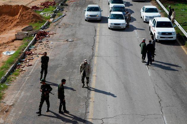 Δώδεκα νεκροί και επτά τραυματίες από επίθεση καμικάζι στο κτίριο της Λιβυκής Εκλογικής Επιτροπής στην