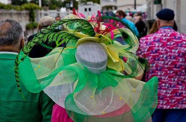 A woman wears a massive hat onat the 2017 derby.