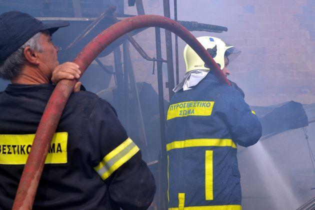 Βρέφος μεταφέρθηκε στο νοσοκομείο μετά από φωτιά σε διαμέρισμα στη