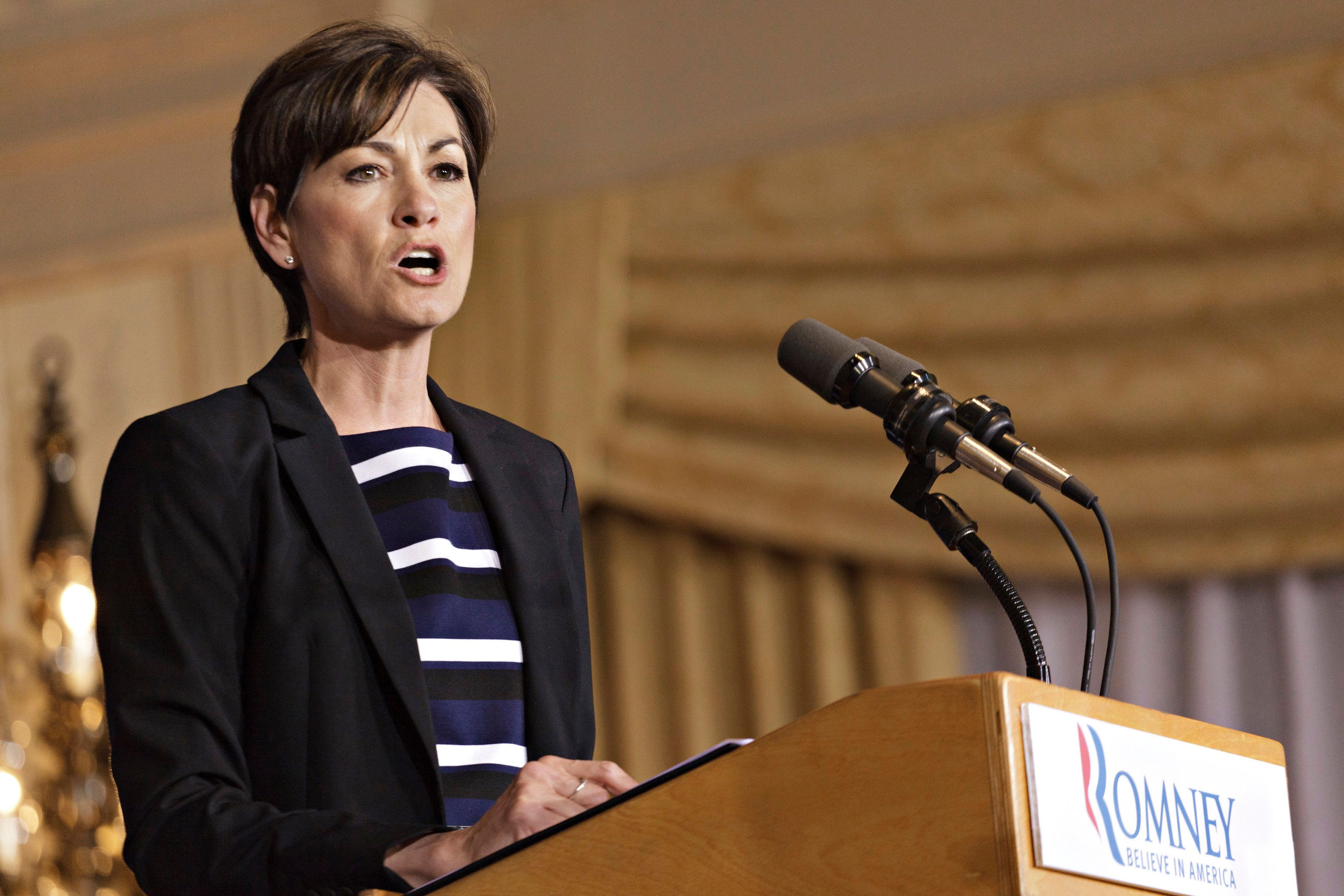 Iowa Lt. Gov. Kim Reynolds speaks to supporters of U.S. Republican presidential candidate and former Massachusetts governor Mitt Romney at Hotel Fort Des Moines in Des Moines, Iowa May 15, 2012. REUTERS/Brian C. Frank (UNITED STATES - Tags: POLITICS)