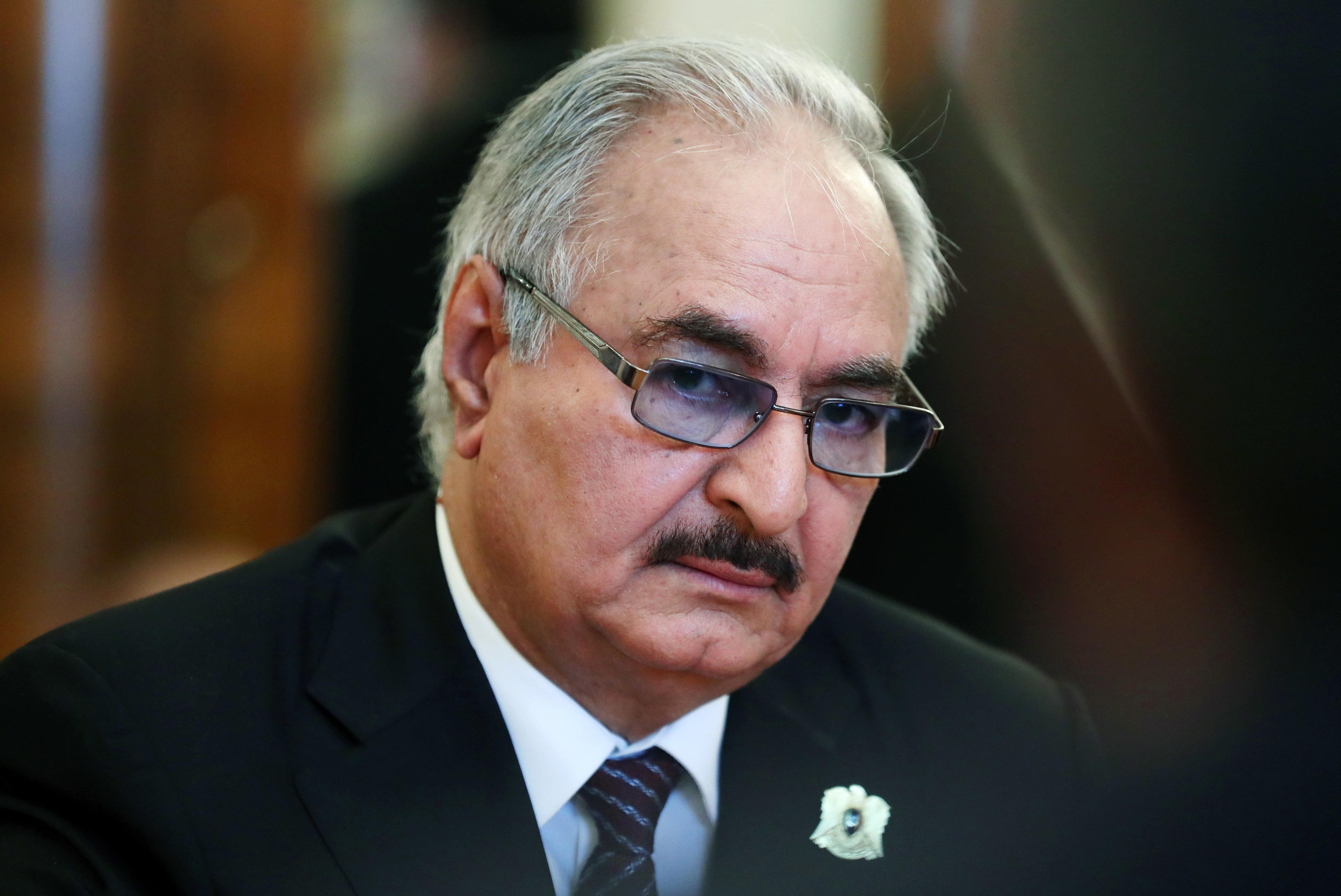 Libye : le maréchal Haftar visé par une plainte à Paris pour actes de