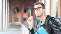 Συμβόλαιο με τους φοιτητές ότι δεν θα παίρνουν ναρκωτικά συστήνει το πανεπιστήμιο του