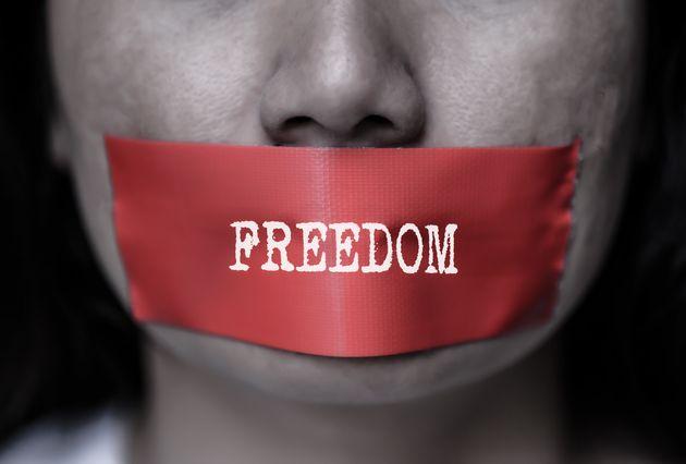 Entre violations des droits et agressions, l'année a été rude pour les journalistes en Tunisie, selon...