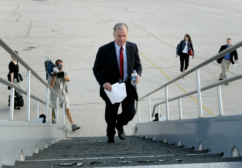 Howard Dean's presidential campaign, where Clay Johnson and Sarah Schacht both worked, was the cutting edge in online politic